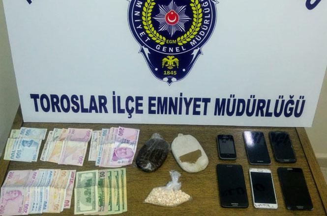Mersin'de Polis Ekipleri Tarafından Uyuşturucu Hap, Esrar ve Dolar Ele Geçirildi