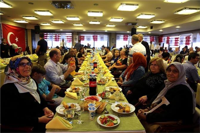 Akdeniz Belediyesi'nden, Şehit ve Gazi Anneleri Onuruna İftar