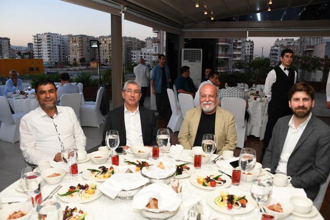 Mersin Büyükşehir Belediyesi Meclis Üyeleri İftar Yemeğinde Bir Araya Geldi