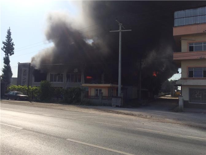 Fabrika Yangını: Tarsus Mersin Arasında Bağlarbaşı Mevkiinde Kurulu Olan Strafor Fabrikasında Yangın Çıktı