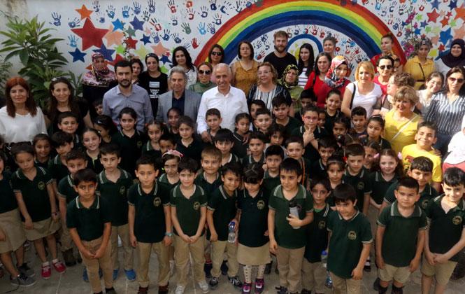 Akdeniz Belediye Başkanı Gültak, Minik Öğrencilerin Heyecanına Ortak Oldu
