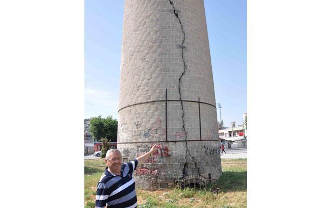 Bacada Büyük Tehlike! Tarsus'ta Tescilli Taşınmaz Kültür Varlığı Olan Tarihi Rasim Dokur Bacasındaki Çatlaklar Büyüyor