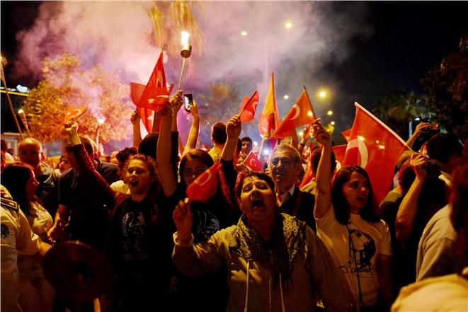 Mersinli Binlerce Atatürk Sevdalısı Fener Alayında Buluştu, 19 Mayıs Coşkusu