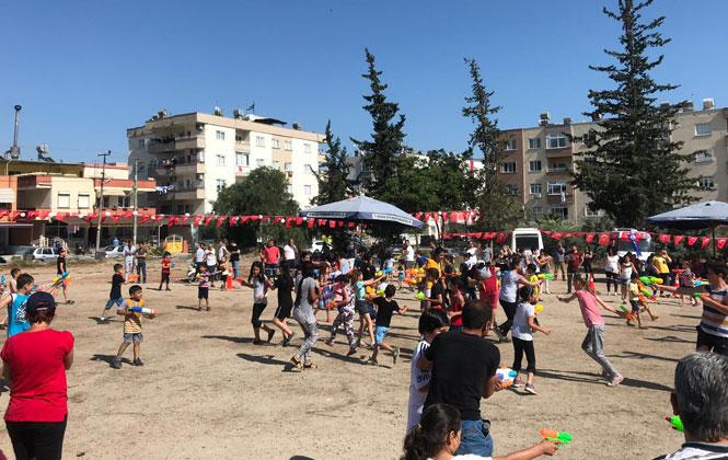 Mersin'de Gençlerin 'Serinleten' Eğlencesi