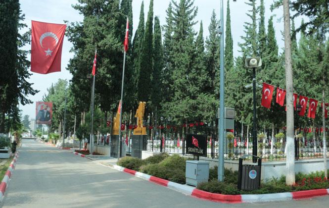 Mersin'de Camiler ve Mezarlıklar Ramazan Bayramına Hazırlanıyor