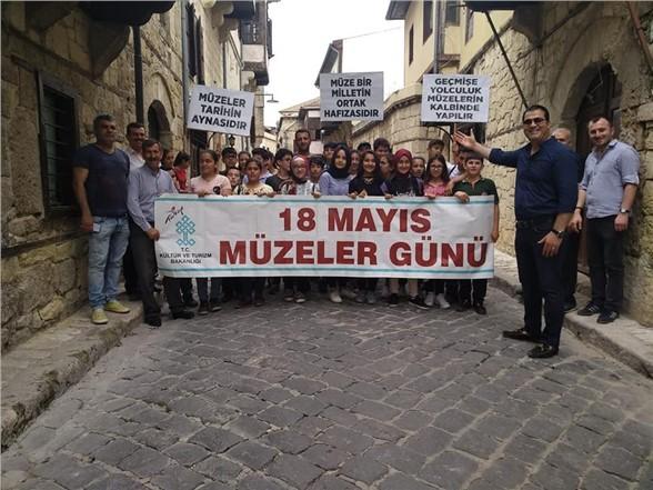 Tarsustaki Öğrencilere Gezi Sürprizi