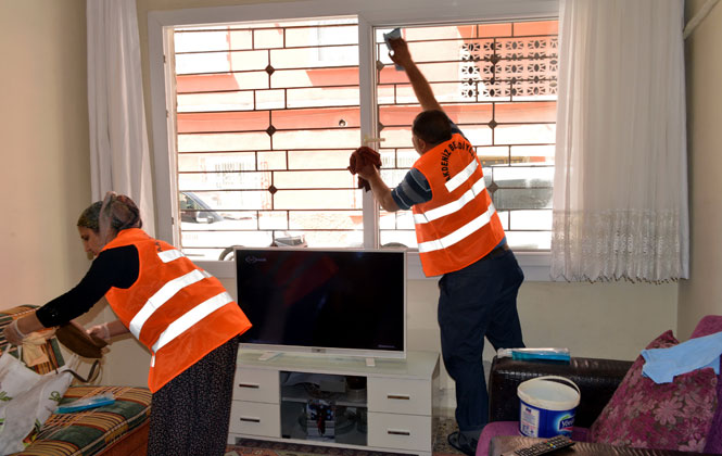 Ekiplerin Ulaştığı Hane ve Vatandaş Sayısı Her Geçen Gün Artıyor, Akdeniz'de 'evde Bakım Ve Temizlik Hizmeti' Devam Ediyor