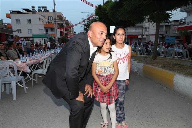 Siteler Polis Merkezi Önünde İftar Sofrası Kurulu, Mersin'de Mahalleli ve Polis İftarda Buluştu