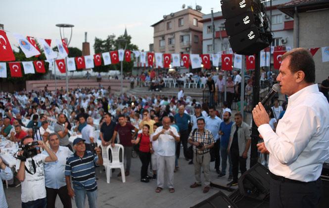 Başkan Seçer, Kadir Gecesi'nde İftarını Tarsus'ta Yaptı