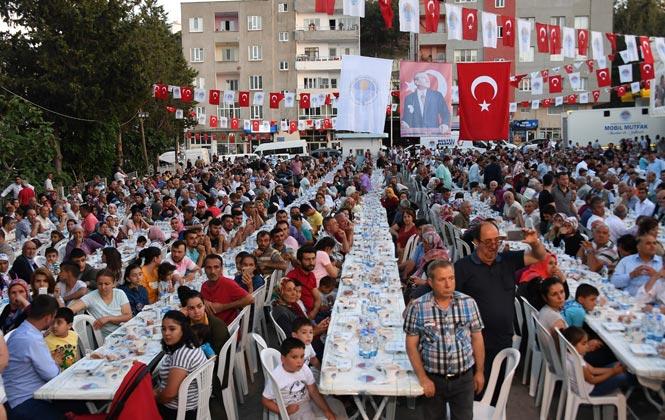 Binlerce Gülnarlı İftarda Başkan Seçer'le Buluştu! Mersin Büyükşehir Gülnar'da İftar Sofrası Kurdu