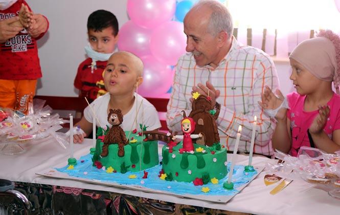 Başkan Gültak, Onkoloji Servisinde Tedavi Gören Miniklerin Bayramını Kutladı
