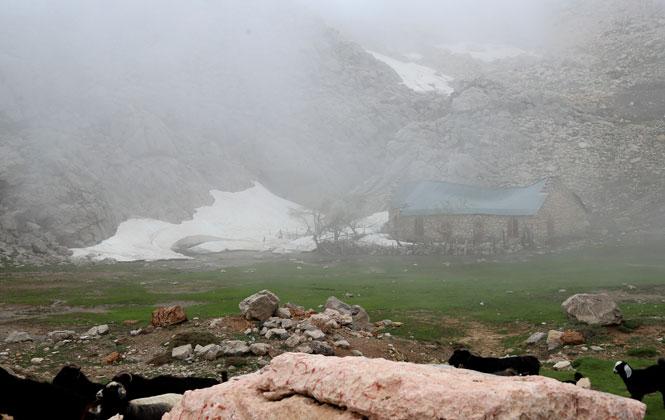 Mersin'de 4 Mevsim Bir Arada, Büyükşehir'den Haziran'ın Ortasında Kar Mücadelesi