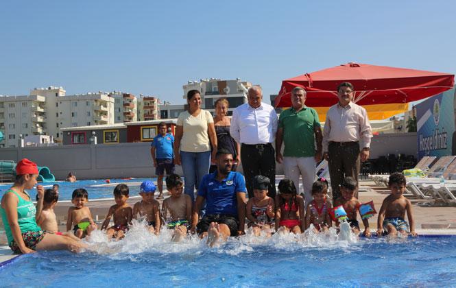 Mersin Erdemli'de Karne Hediyesi Olarak Çocuklara Aquapark'a Ücretsiz Giriş, Başkan Tollu'dan Çocuklara Karne Hediyesi