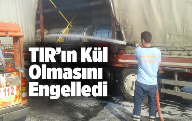 Mersin'de İtfaiyenin Erken Müdahalesi; TIR'ın Kül Olmasını Engelledi
