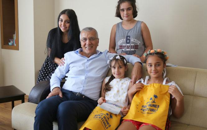 Mezitli Belediye Başkanı Tarhan Etkinliklerde Tanıştığı Minik Nazlı'nın Davetini Kırmadı