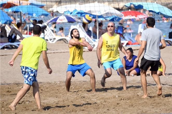 """Mersin'de Plajlar """"voleybol Turnuvası"""" İle Şenlendi"""