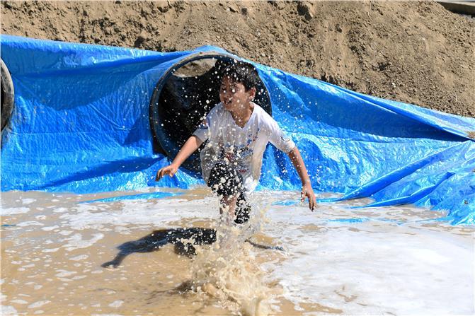 Mersin'de Çocuklar Çamura Bulanıp, Doyasıya Kirlendiler