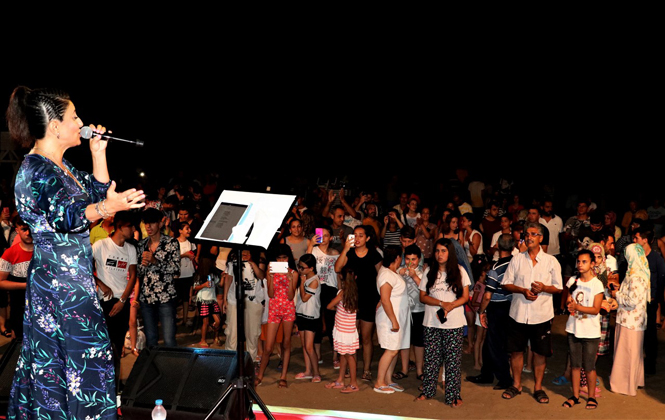 Mersin'de Şarkılar Denize Karşı Söyleniyor