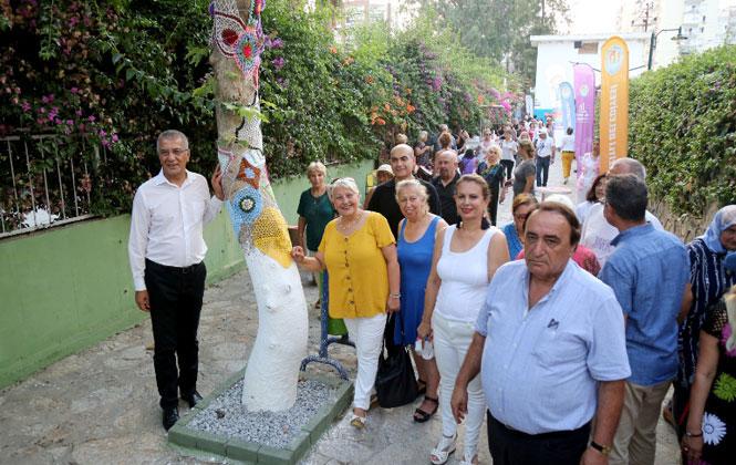 Mersin Mezitli'deki Bu Sokakta Her Şey Örgü Motifli! Örgülü Sokak' Açıldı