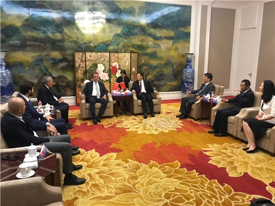 Mersin Büyükşehir Belediye Başkanı Vahap Seçer Çin'den Yatırıma Çağırdı