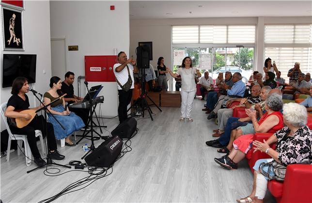 Mersin'de Emekliler Büyükşehir'le Sosyalleşiyor