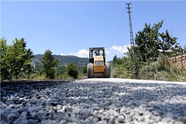 Arslanköy'ün 2 Yıldır Bekleyen Asfalt Sorunu Çözüldü