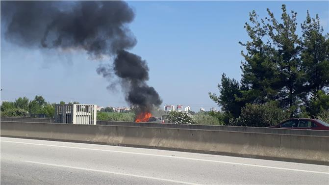 Tarsus Adana Gaziantep Otoyolunda Bir Otomobil Alev Alev Yandı