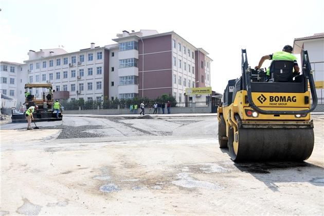 Mersin'de Hem Esnaf, Hem Öğrenciler Toz ve Çamurlu Yoldan Kurtuldu