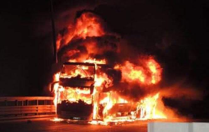 Gece Saatlerinde Tarsus - Pozantı TEM Otoyolunda Otobüs Yangını Meydana Geldi