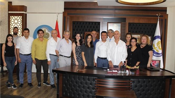 Tarsus Ticaret Borsası Yönetim Kurulu Başkanı Murat Kaya, Kurban Bayramı dolayısıyla personelleri ile bayramlaştı.