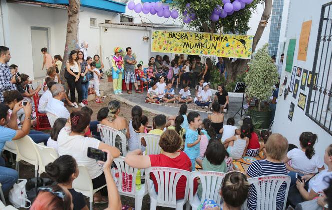 Bu Şenlikte Her Yer Çocuk! Etkinliğe Katılan Mezitli Belediye Başkanı Neşet Tarhan, Çocuklarla Birlikte Şarkı Söyledi