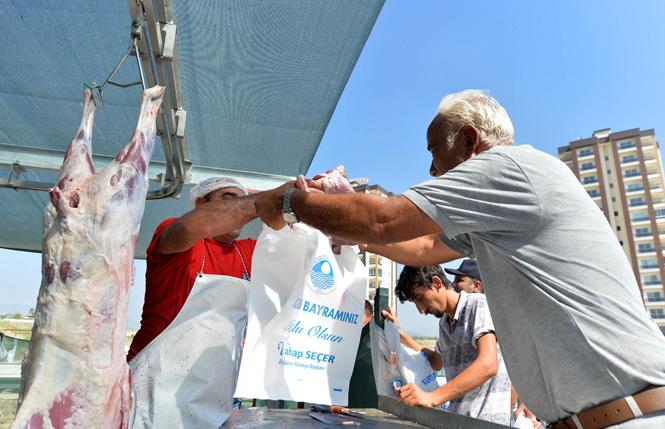 Mersin'de Kurban Bayramında Ücretsiz, Hijyenik ve Hızlı Kesim Hizmeti Vatandaşı Mutlu Etti