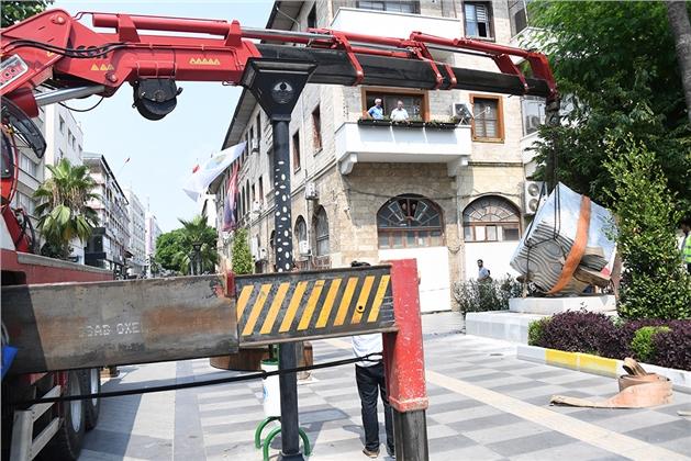 """Atatürk Caddesi'nin """"Nazar Boncuğu"""" Yerini Aldı"""