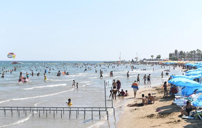 Bayramın Tadı Mersin'de Çıktı, Halk Plajları 50 Bin Tatilciyi Ağırladı