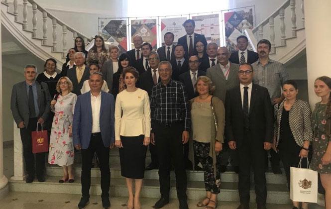 Başkan Tarhan, Antik Kentler Forumu İçin Rusya'da