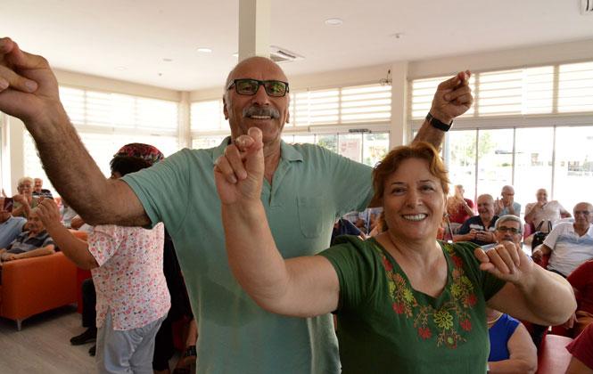Emekli Evi'nde Torun İlk Baharını, Dedesi İkinci Baharını Yaşadı