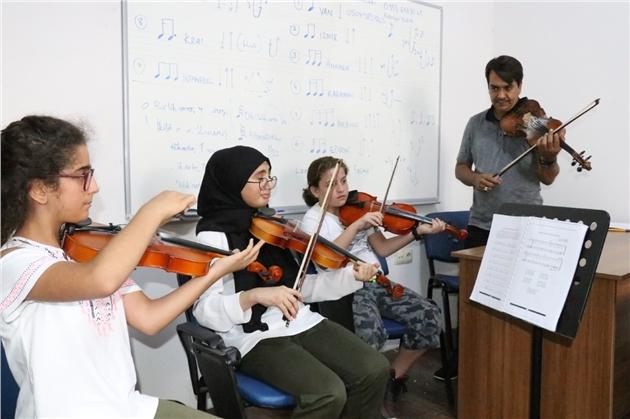 Mersin'de Enstrüman Kurslarına 7'den 77'ye Büyük İlgi