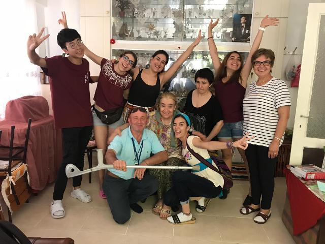 Meksika, İspanya, Hong Kong'tan Gelen Öğrenciler, Mersin Mezitli'deki Yaşlılara Yardım Etti