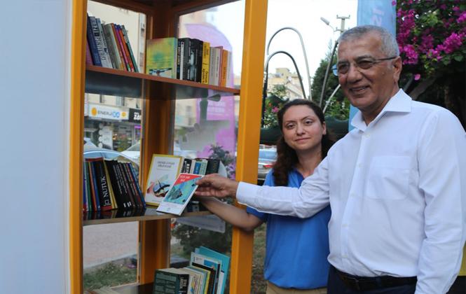 Mersin Mezitli'de Kütüphane Sokağa İndi