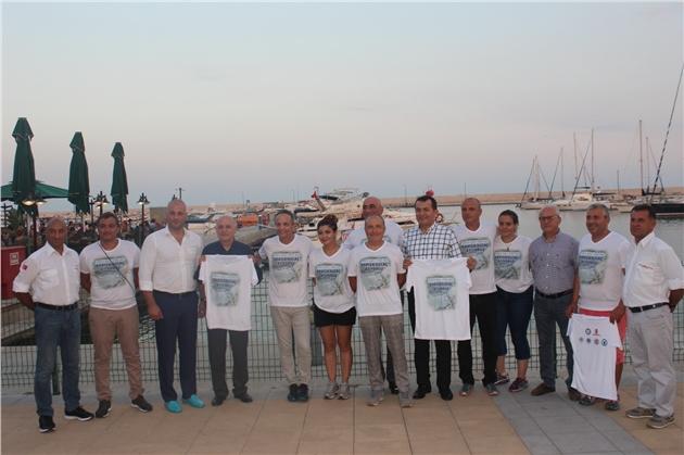 Yenişehir Belediyesi'nin Desteğiyle Mersin'in Aydıncık İlçesinden Kıbrıs'a Kadar Yüzecek Olan 8 Sporcu, 1 Eylül Dünya Barış Günü'nde Sabahın Erken Saatlerinde İlk Kulacı Attı