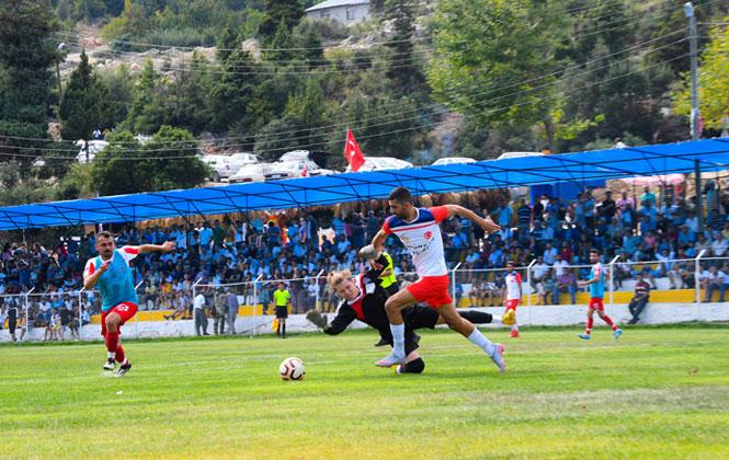 Fındıkpınarı Futbol Turnuvası'nın Şampiyonu Emirler! Fındıkpınarı Şampiyonu Emirler'e Kupasını Büyükşehir Belediye Başkanı Seçer Verdi