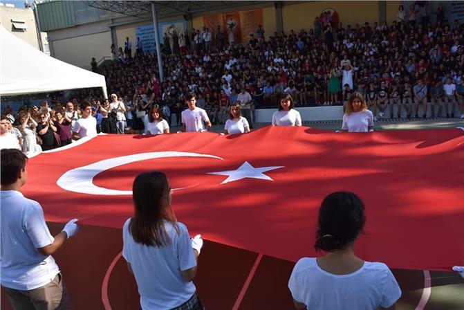 Anıtkabir Bayrağı Tarsus Amerikan Kolejinde