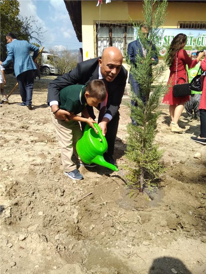 Mersin İl Emniyet Müdürü Mehmet Şahne, İlköğretim Haftası Kutlamaları Kapsamında Çocuklarla Fidan Dikti