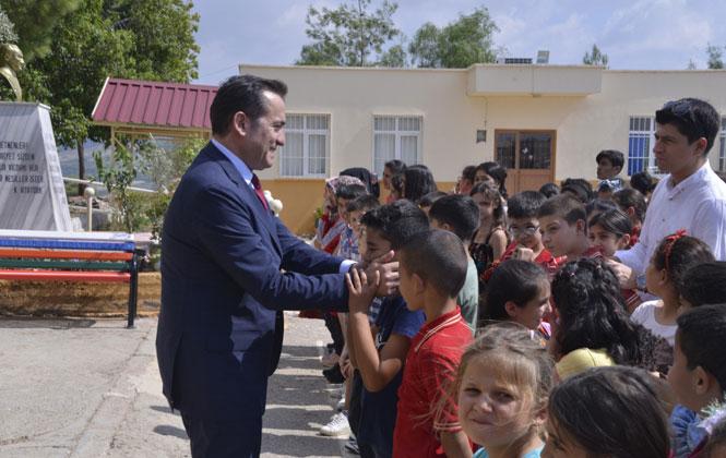 Mersin Yenişehir Belediye Başkanı Özyiğit, Köy Okulunda Öğrencilerle Buluştu
