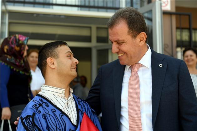 Sosyal Medyadan Çağrıda Bulundu, Başkan Seçer Batuhan'a Okulun İlk Günü Sürpriz Yaptı