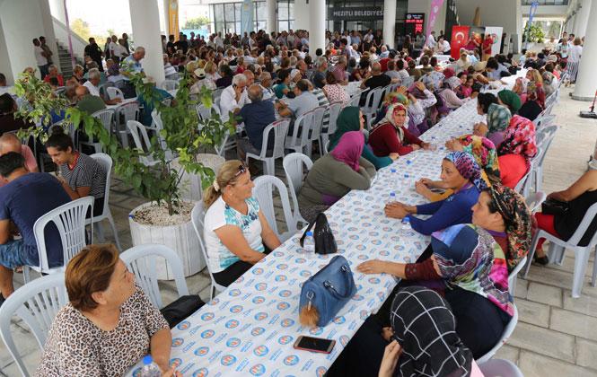 Mezitli Belediyesi Aşure Lokması Dağıttı