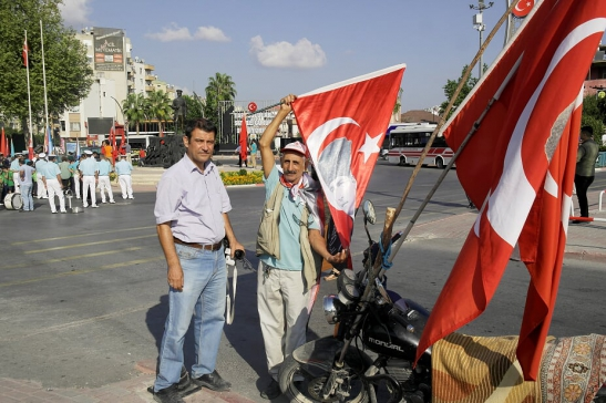 Mersin Tarsus'ta Yaşayan Cabir Günaşan İsimli Vatandaş, Hergün Atatürk'e Dua Etmeye Geliyor