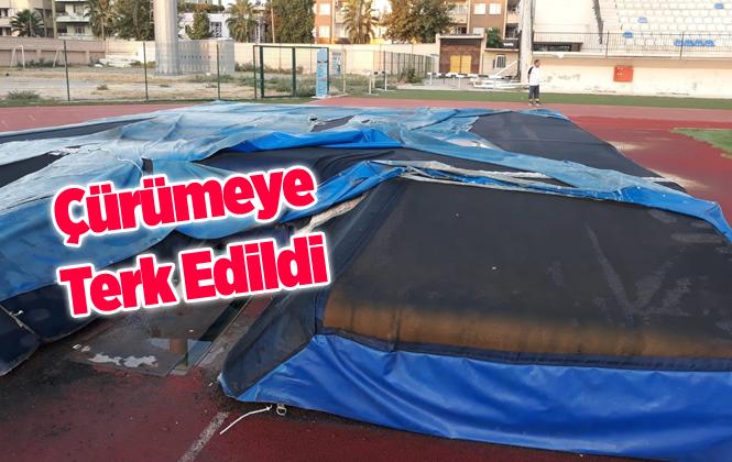 Mersin Tarsus Şehir Standındaki Spor Malzemeleri Günden Güne Çürüyor