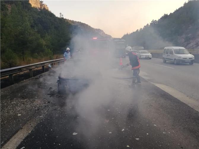 Pozantı - Adana Otoyolunda, Sahibinin 1 Saat Önce Aldığı Lüks Araç Yanarak Küle Döndü
