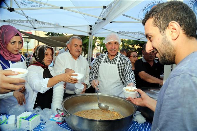 Akdeniz Belediyesi'nden Aşure İkramı